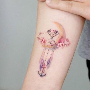 tatuaje hermoso de luna