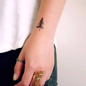 tattoo para mujer en la muñeca