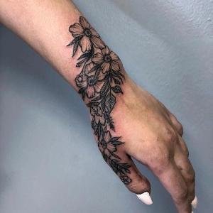tatuaje para mujeres en la mano