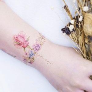 tatuajes femeninos para mujeres en la muñeca