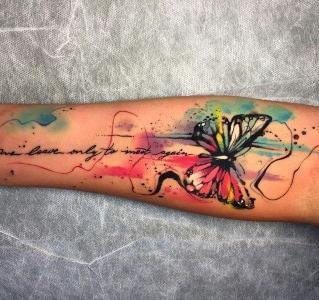 Tatuaje mariposa acuarela
