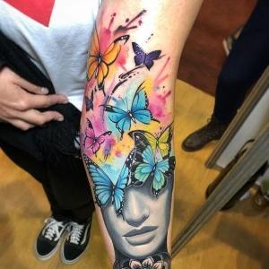 lindo tatuaje de mariposas para mujer