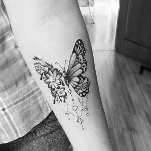 tatoo Mariposa con detalles