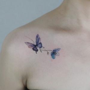 tatto femenino de mariposas