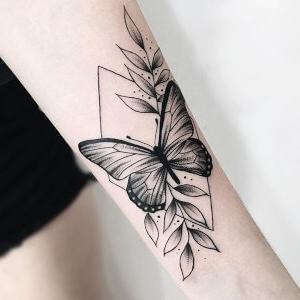 tatuaje chido de mariposas para mujeres