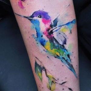 tatuaje de pajaro colibri