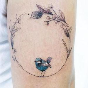tatuaje pequeño de pajaro