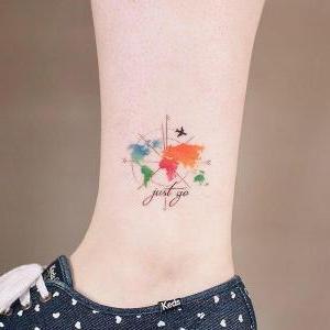 bonito tatuaje pequeño del mundo