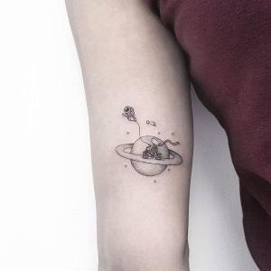 bonito tatuaje pequeño para mujeres