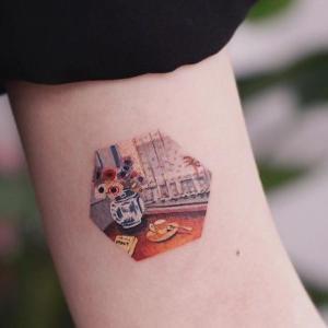 diseño de tatuaje pequeño a color