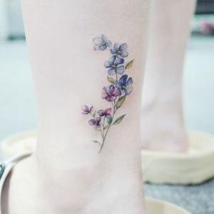 tatuaje pequeño femenino para mujer