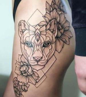 hermoso tatuaje en la pierna para mujer