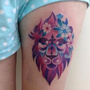 tatuaje de leon en la pierna
