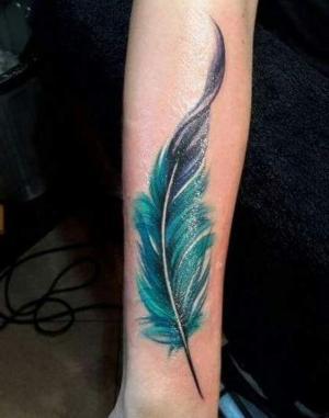 foto de tatuaje de plumas