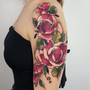tatuajes de rosas de Karolina Skulska