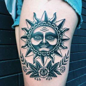 tatuaje de sol en la pierna