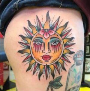 tatuaje neotradicional de sol