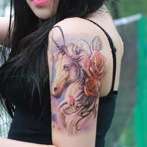 tatuaje de unicornio para mujeres