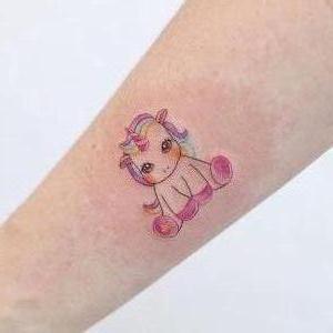 tatuaje para chicas de unicornio